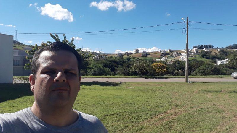 Deseja comprar um terreno plano em Condomínio perto do Shopping em Bragança Paulista ?