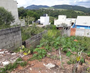 Terreno em Declive no Residencial Dos Lagos