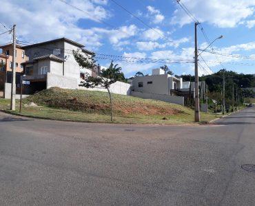 Terreno de esquina no Portal de Bragança