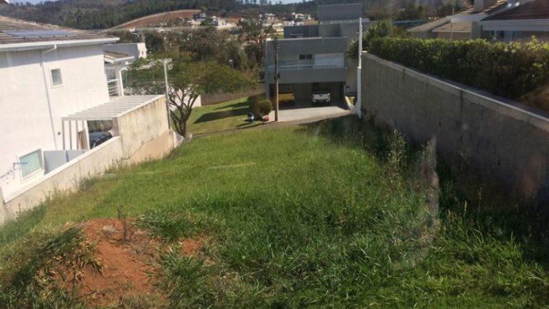 Terreno em travessa no Condomínio Euroville em Bragança Paulista